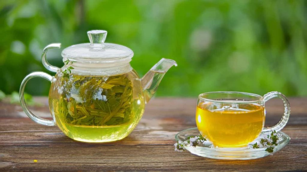Is green tea caffeinated