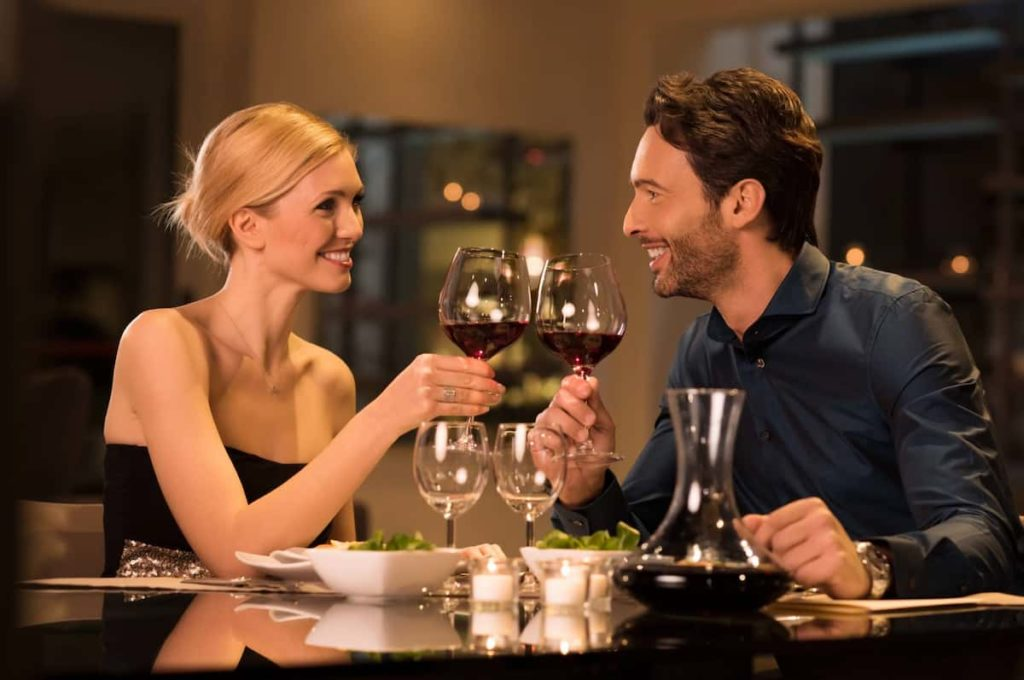 Special ideas for your romantic anniversary dinner